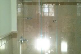 Bifold showerdoor 1
